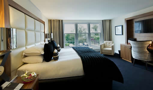 hotelCclessio_Bedroom_Premium_King_510x300