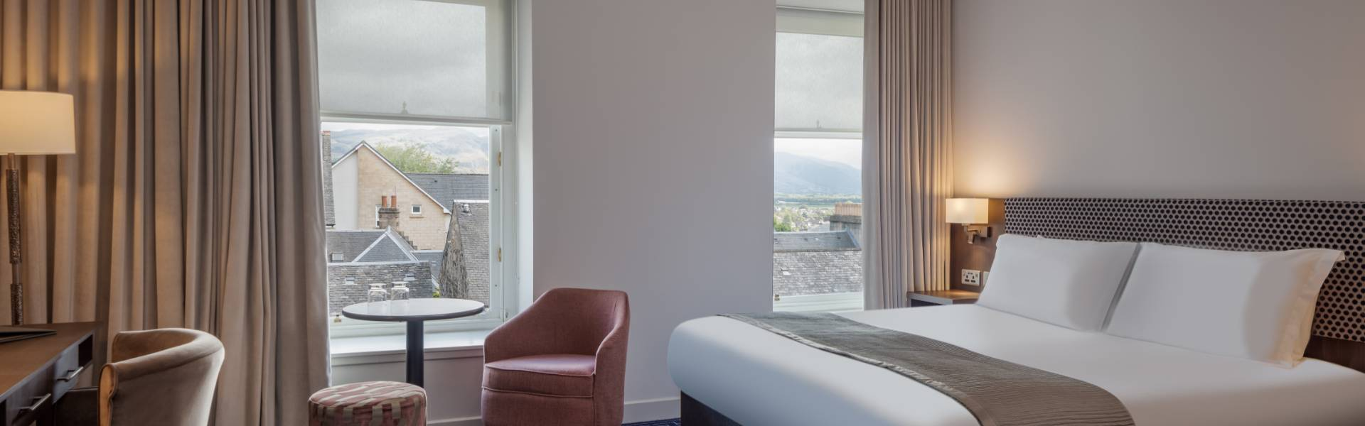 hotelCclessio_Bedroom_Premium_King_1920x600